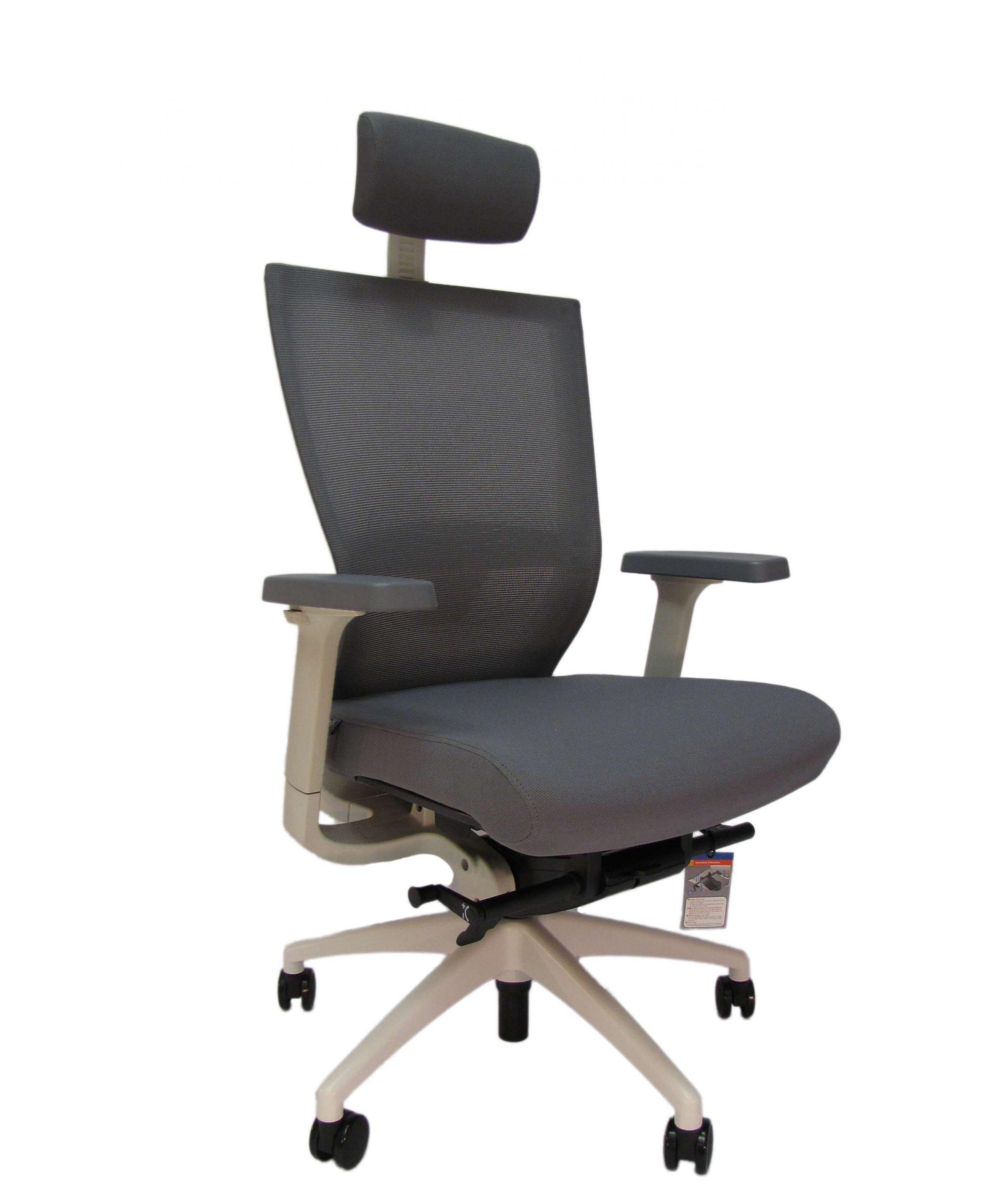 Balto rėmo ergonominė kėdė Arholma white HRU su tinkliuko atlošu.