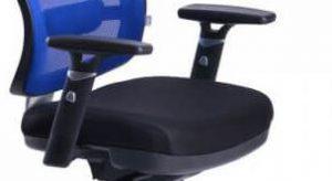 Ergonominė kėdė Connect su reguliuojamo aukščio porankiais.