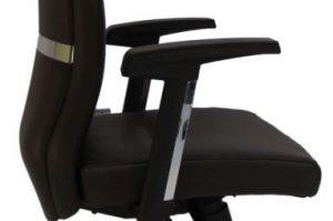 Vadovo kėdė Elite su nereguliuojamais porankiais.