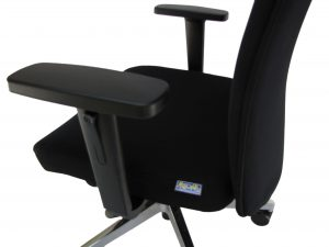 Ergonominė kėdė Rock su reguliuojamo aukščio porankiais.
