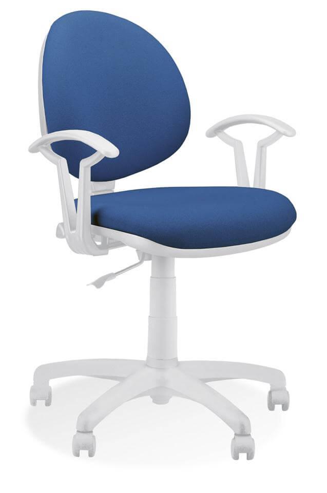 Ergonominė kėdė Smart white GTP27 su baltu rėmu, porankiais ir pagrindu.