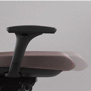 Biuro kėdės sėdynės gylio reguliavimo sistema.