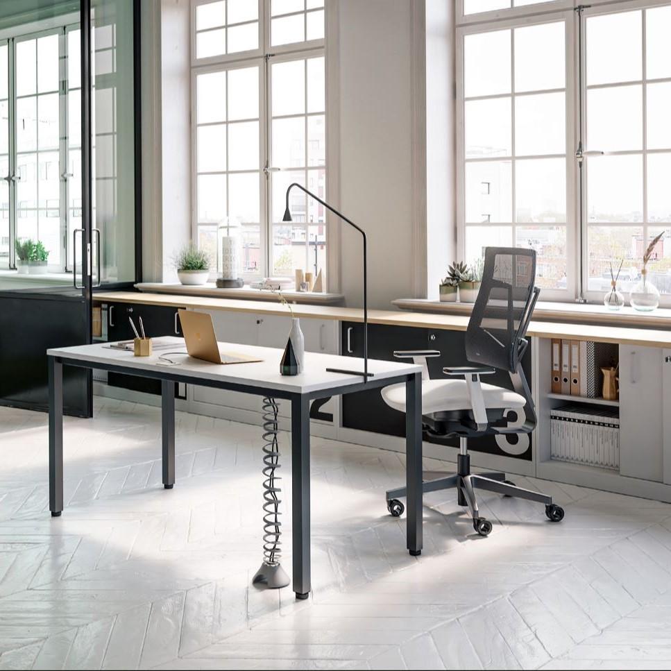 Biuro baldai Easy Space turi daug konfigūracijų.