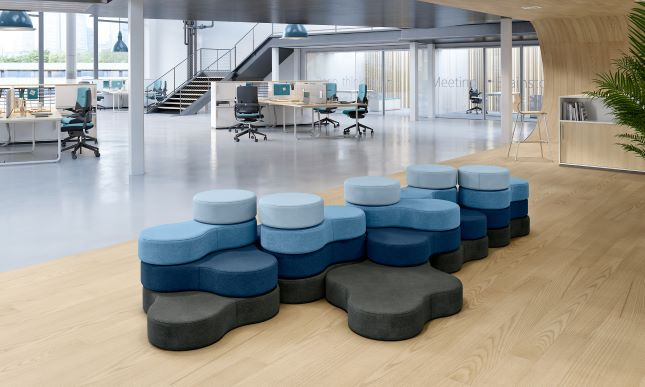 Minkštasuoliai invatyvaus dizaino biurui