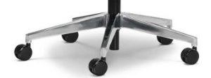 Biuro kėdė su poliruoto aliuminio pagrindu.