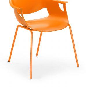 Konferencinė kėdė Fano su sėdyne ir atlošu iš polipropileno.