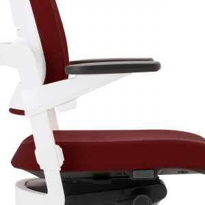 Ergonominė kėdė Xilium Duo Back white su 3D porankiais.