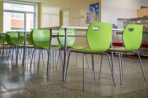 Kėdės Cafe IV laminate ir stalai Tiramisu Duo.